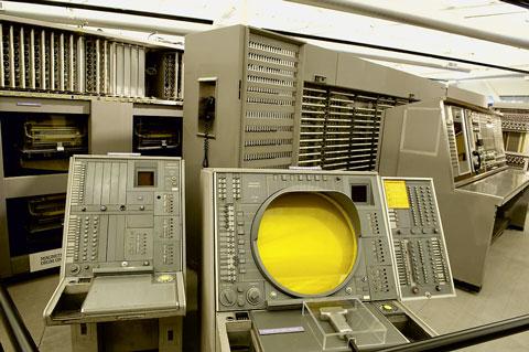 Рабочее место оператора первой системы национальной ПВО США – SAGE (Semi-Automatic Ground Environment)